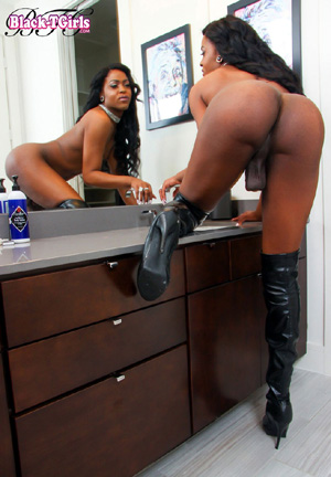 Big Butt Ebony Shemale Booty