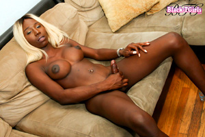 Amateur Blonde Black Tranny Cumming