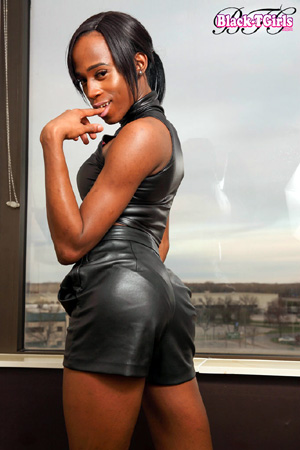 Nude Black TGirl Upskirt in Pubic